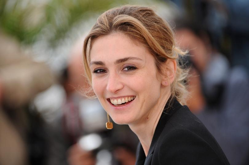 Toutefois, l'actrice a qui on prête une liaison avec François Hollande n'assistera pas à la cérémonie prévue vendredi prochain.