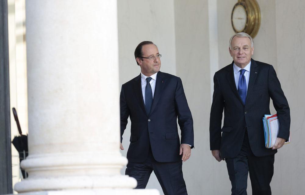 Popularité: François Hollande et Jean-Marc Ayrault baissent encore dans les sondages