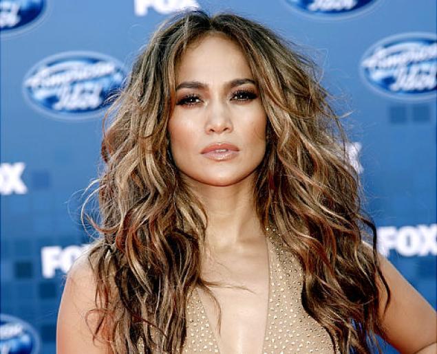 Jennifer Lopez a été choisie pour incarner le personnage d'Harlee McCord, une mère célibataire et policière corrompue.