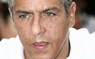 Selon RTL, le comédien aurait été interpellé dans la nuit de samedi à dimanche dans un restaurant du XIe arrondissement à Paris. Il aurait menacé avec un couteau