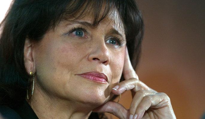 Départ de Claire Chazal: Anne Sinclair dénonce la «brutalité» de TF1