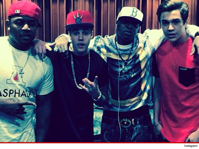 Justin Bieber et Austin Mahone entèrent la hache de guerre