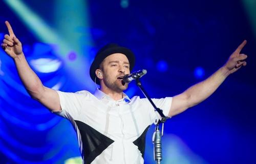 Le chanteur  anglais  du pop / R&B  Justin Timberlake est élu l'homme le plus classe du monde.
