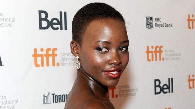 Lupita  Nyong'o est la nouvelle égérie  de Lancôme : la marque des cosmétiques.