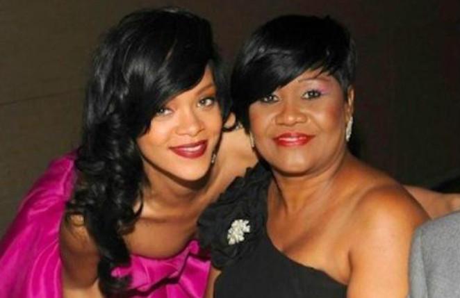 Rihanna magnifie sa m re nil mirum buzz actualit for Calendrier rihanna