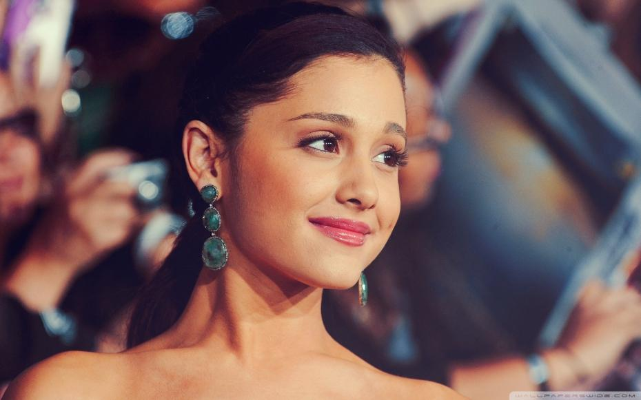 Ariana Grande met le feu aux iHeartRadio Music Awards !