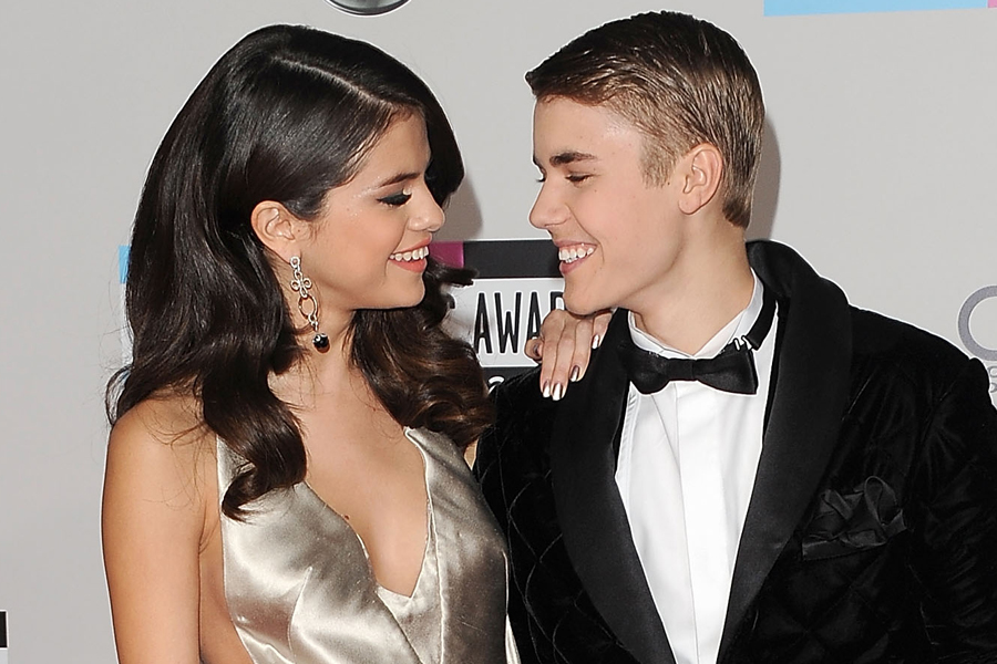 Justin Bieber et Selena Gomez ensembles en prison dans Behaving Badly