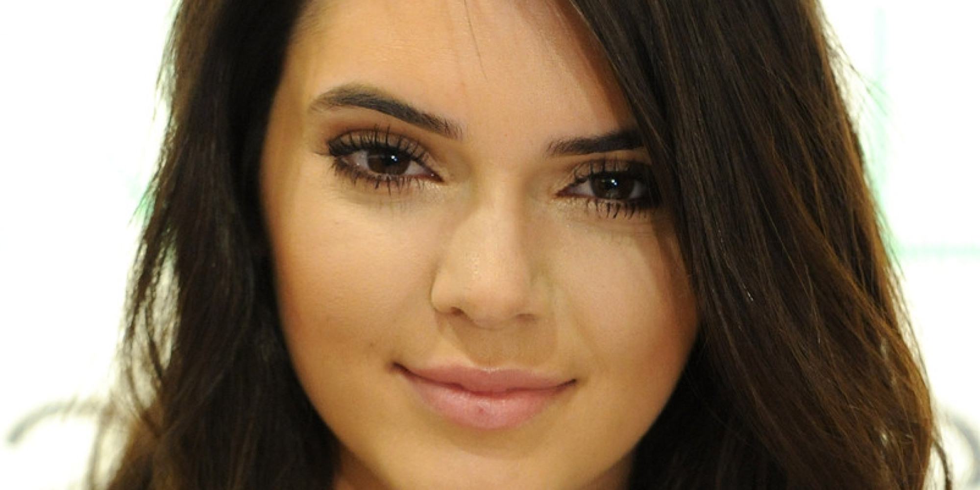 Kendall Jenner tombe le haut pour Love magazine !
