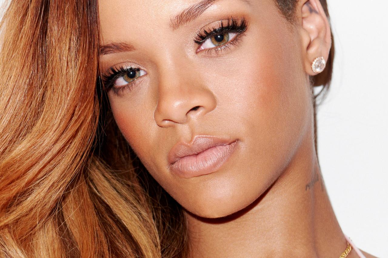 Rihanna s'est fait un piercing au nez ! (photo)