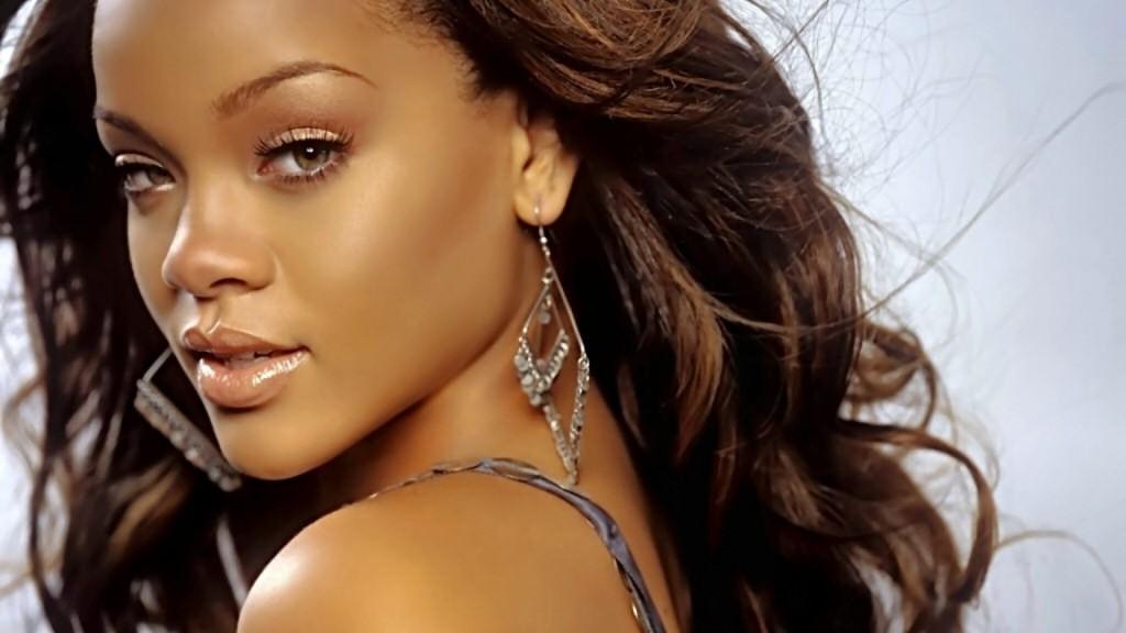 Rihanna compare la défaite du Brésil face à l'Allemagne à son amochement par chris brown