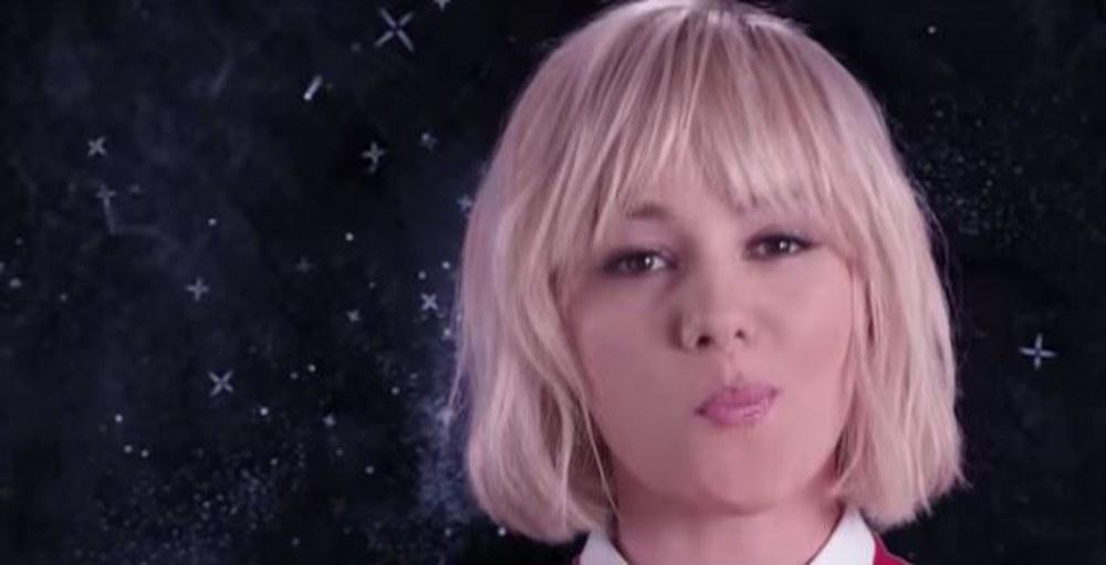 Alizée a totalement manqué son retour dans les bacs avec son album intitulé « Blonde ». A l'issue de sa première semaine d'exploitation, ce disque ne s'est vendu qu'à 3 354 exemplaires.