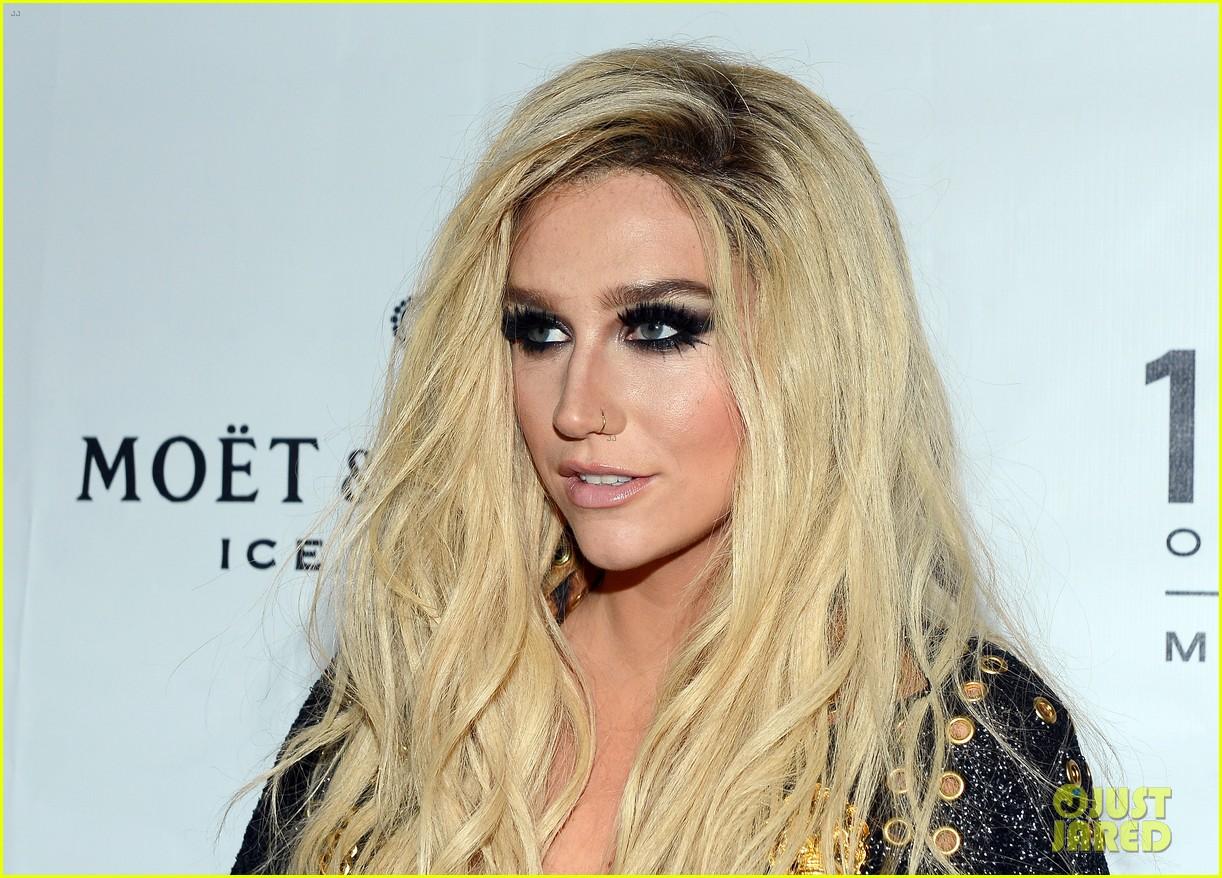 Récemment admise en cure de désintoxication, Kesha a fait une déclaration écrite rapportée par Toofab. La chanteuse dément la rumeur selon laquelle elle serait victime d'une dépendance à la drogue. Elle souffrirait de troubles alimentaires.