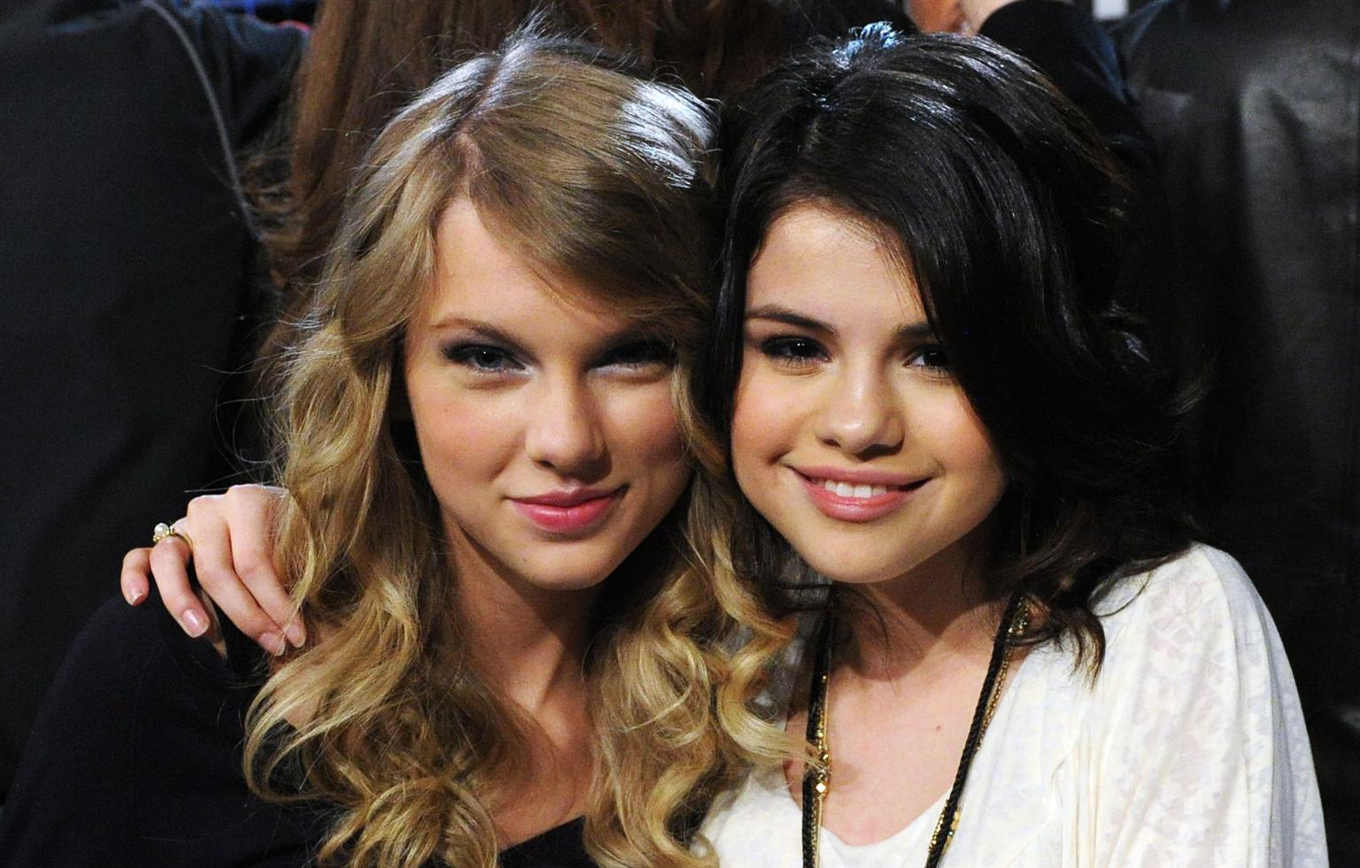 Selena Gomez a oublié Justin Bieber, Taylor Swift en est fière !