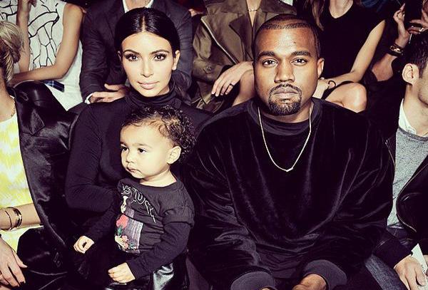 North West fait ses premiers pas à la Fashion Week de Paris au bras de Kim Kardashian !