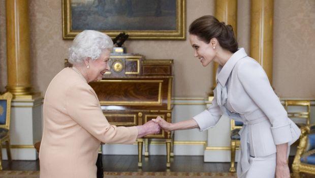 Angelina Jolie : une Dame d'honneur selon la reine Elisabeth II !