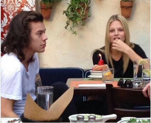 One Direction : Harry Styles en galante compagnie !