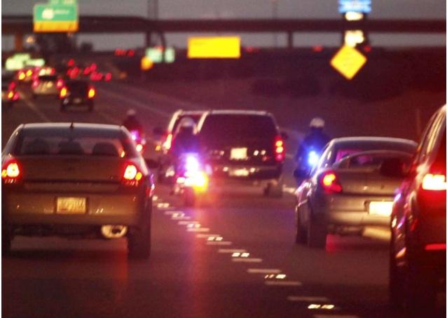 Kim Kardashian et Kanye West escortés par des motards à Phoenix