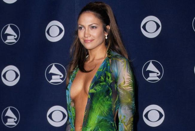 Jennifer Lopez et sa robe à l'ogive de google image