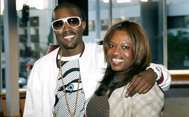Kanye West et sa mère Donda West interprétant Hay Mama