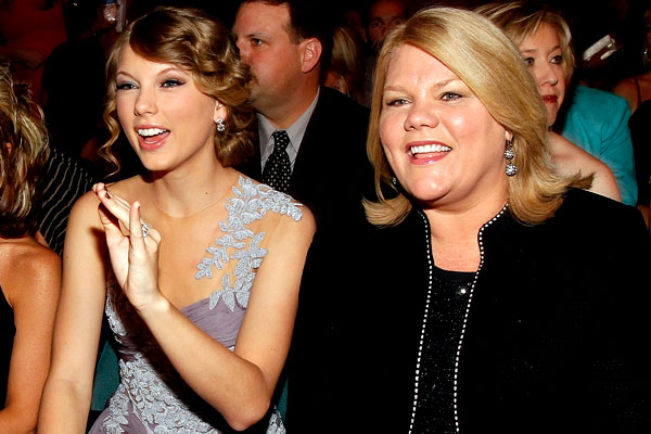 Taylor Swift et sa mère Andrea Swift atteinte d'un cancer