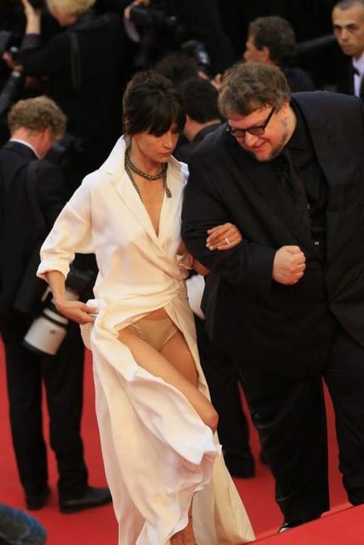 Sophie-Marceau-devoile-sa-culotte-a-Cannes_max1024x768