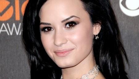 Demi Lovato inquiète pour son grand-père