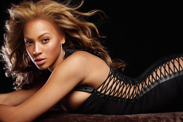 Âgée de 33 ans, Beyoncé rentre en dixième position de notre classement. Avec ses formes avantageuses, la femme aux 65 millions de disques fait partie des plus belles chanteuses de la planète. En témoignent ses nombreuses apparitions sur la une de divers magazines peoples.