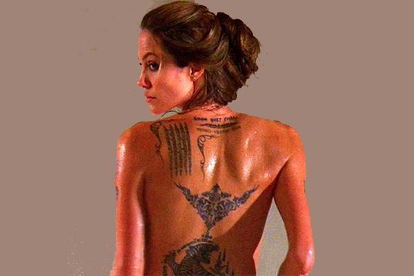 La célèbre actrice et femme de Brad Pitt est une adepte des tatoos. Angelina Jolie en a le long de son dos...