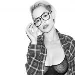 Nous en parlions aujourd'hui sur le site, la chanteuse britannique Rita Ora (24 ans) n'hésite pas à faire tomber le soutien-gorge