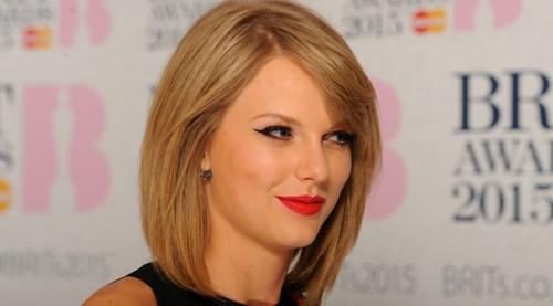 Taylor Swift : Elle rencontre enfin son filleul Leo Thames, le bébé de Jamie.