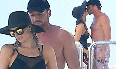 2-Paris-Hilton-has-a-romantic-relationship-with-the-millionaire-Thomas-Gross