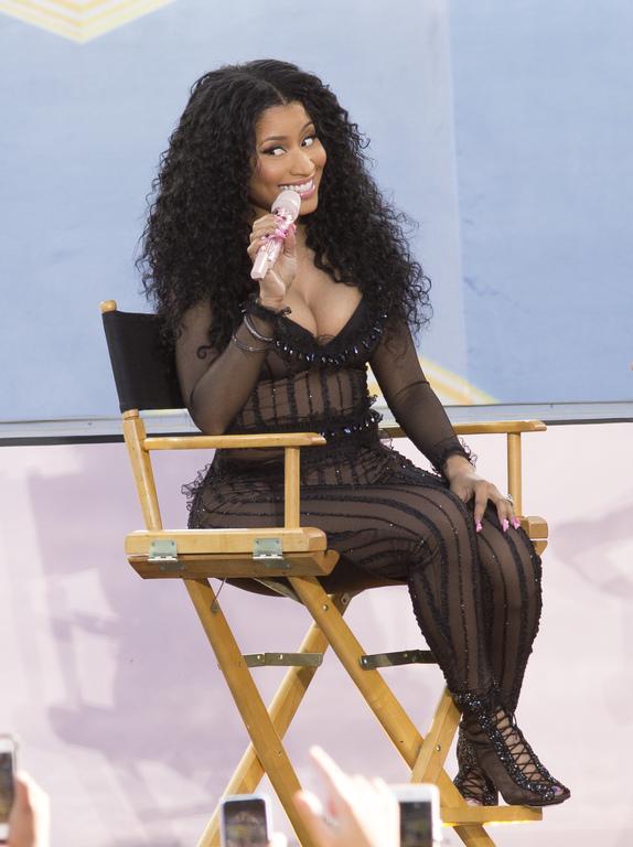 Nicki-Minaj-fait-le-show-sur-le-plateau-de-Good-Morning-America-sur-ABC-le-24-juillet-2015-a-New-York_exact1024x768_p