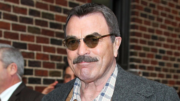 Tom Selleck, un violeur ?
