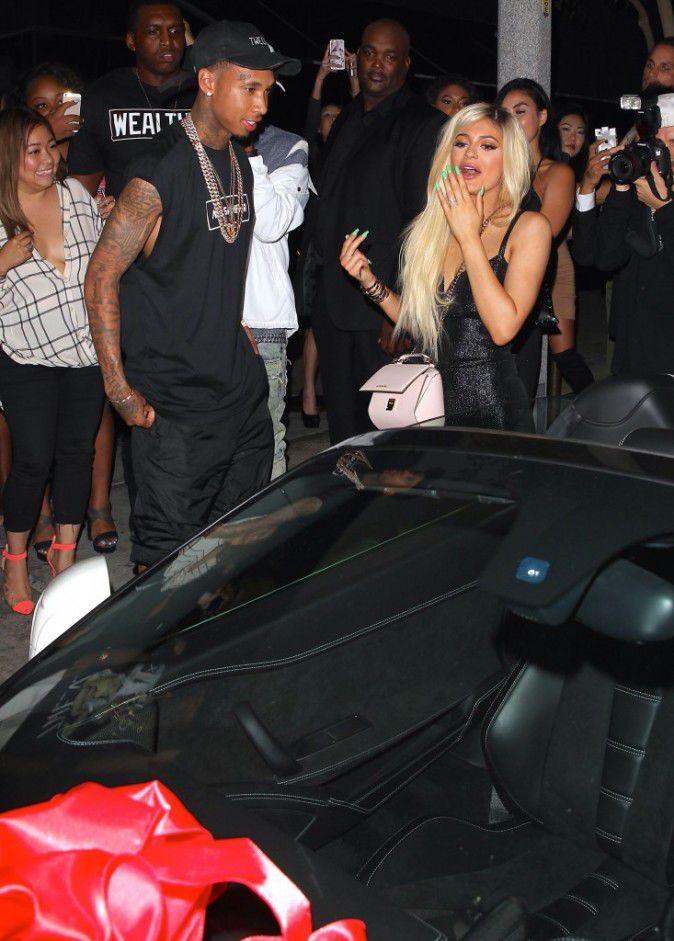 Kylie-Jenner-Decouvrez-le-cadeau-a-320-000-que-Tyga-lui-a-fait-pour-ses-18-ans_portrait_w674-1