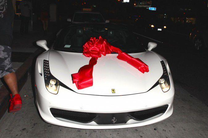 Kylie-Jenner-Decouvrez-le-cadeau-a-320-000-que-Tyga-lui-a-fait-pour-ses-18-ans_portrait_w674