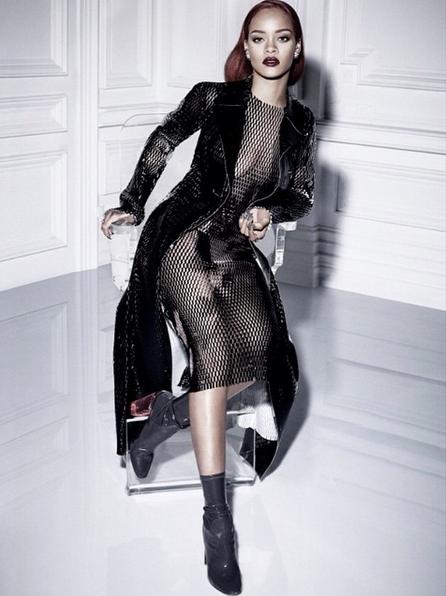 Photos-Rihanna-pour-sa-nouvelle-collaboration-avec-Dior-elle-sort-le-grand-jeu-!_portrait_w674-1
