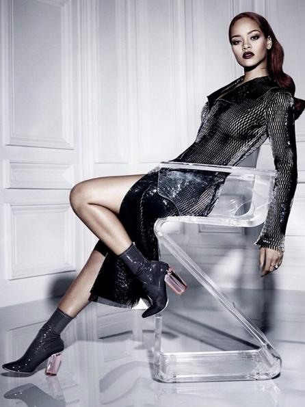 Photos-Rihanna-pour-sa-nouvelle-collaboration-avec-Dior-elle-sort-le-grand-jeu-!_portrait_w674-2