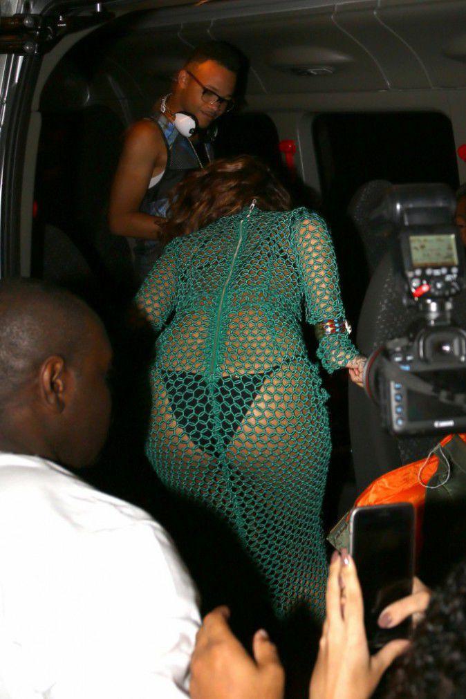 Rihanna-au-Bresil-le-27-septembre-2015_portrait_w674