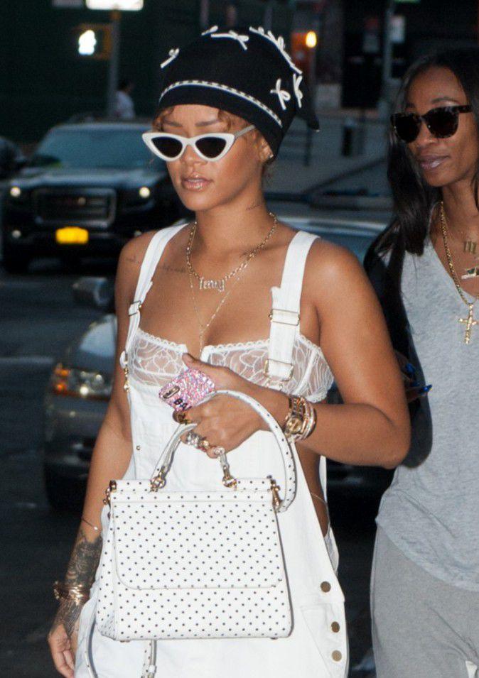 Rihanna-le-7-septembre-2015_portrait_w674