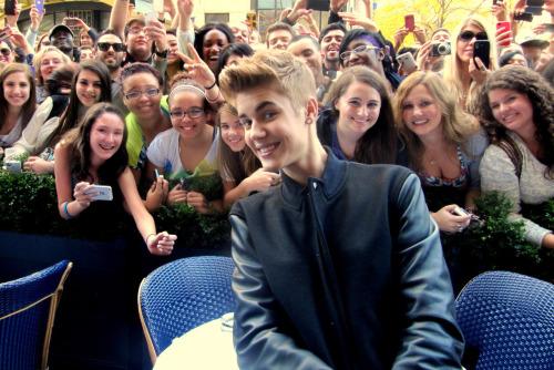 Justin Bieber fait la fête à l'enterrement de vie de jeune fille d'une fan !