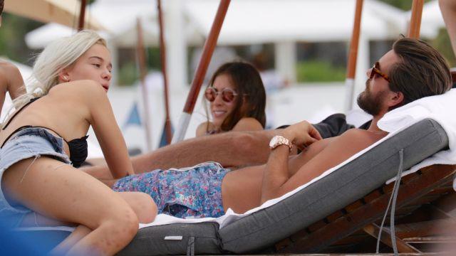 Scott Disick en couple avec une top modèle de 18 ans : Kourtney Kardashian en rigole !