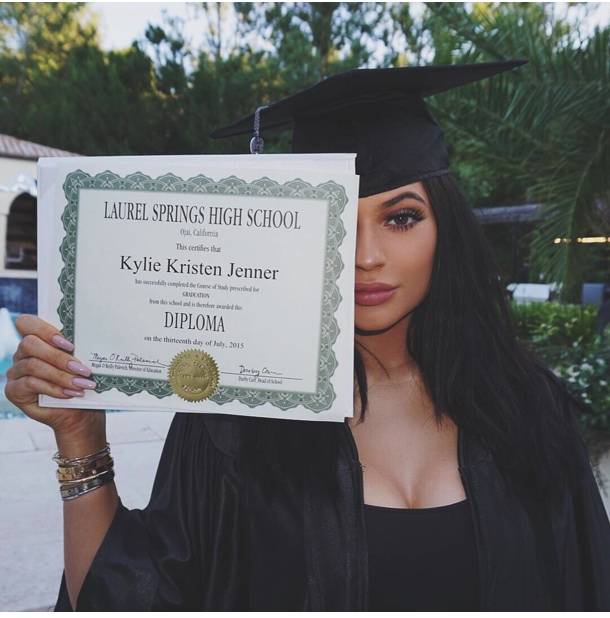 kylie diplomée