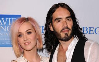 Katy Perry se fait clasher dans un documentaire par son ex mari, Russell Brand. L'humoriste a en effet sorti un documentaire qui raconte sa vie, dans lequel il revient sur l'épisode de son mariage avec Katy qu'il qualifie de bimbo écervelée