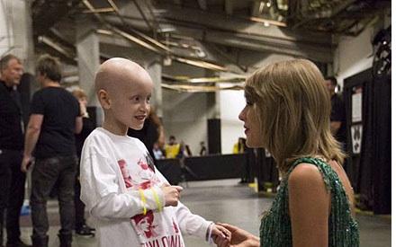 Taylor Swift a rencontré le samedi dernier une jeune fan de 6 ans atteinte du cancer du rein