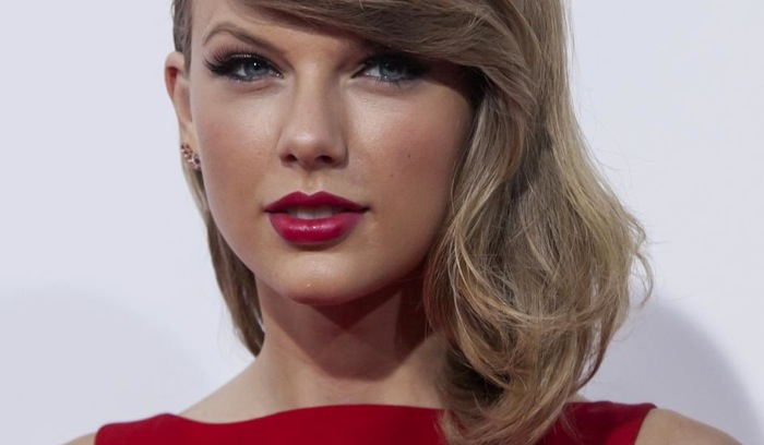 Taylor Swift a récemment porté plainte contre un animateur radio qui lui aurait tripotée les fesses