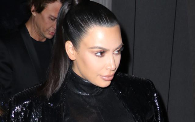 Kim Kardashian «North donne le biberon à Saint»