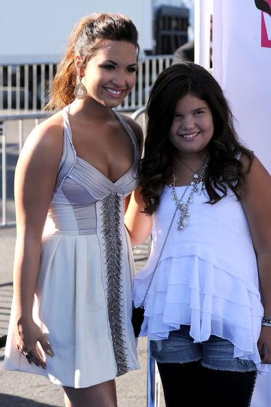 Demi+Lovato+Madison+De+La+Garza+2011+VH1+Something+n38MSEXgZ1Ql