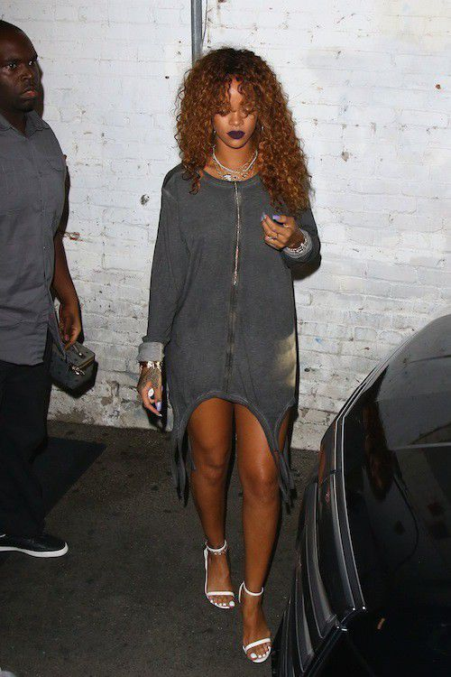 Photos-Rihanna-mini-robe-pour-un-maxi-effet_portrait_w674-1