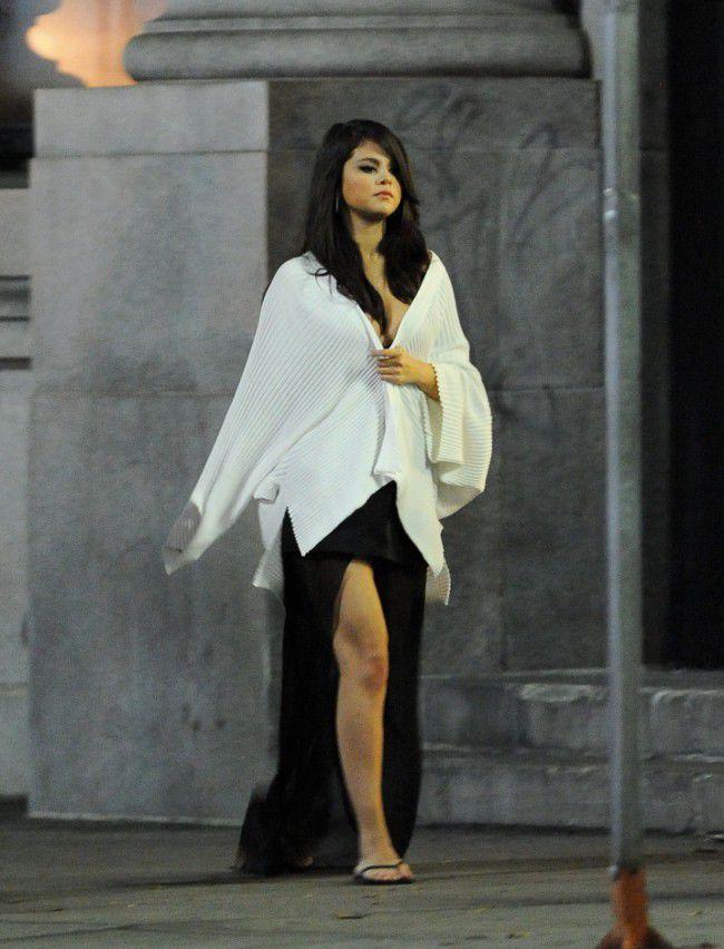 Selena-Gomez-sur-le-tournage-de-son-nouveau-clip-a-Los-Angeles-le-15-aout-2015_portrait_w674
