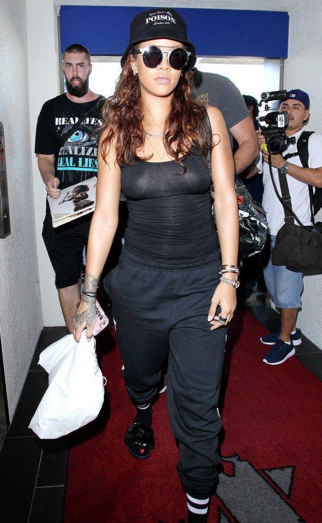 Rihanna-le-24-septembre-2015_portrait_w674-1